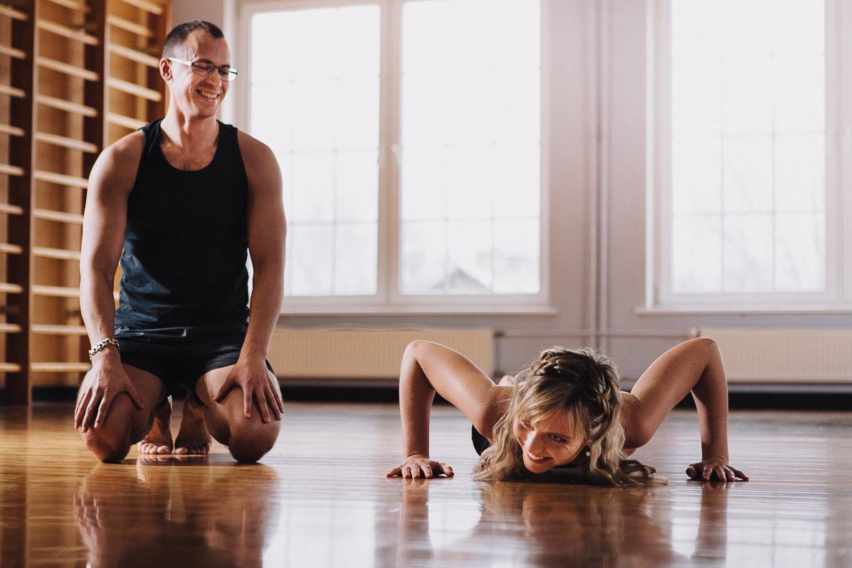 Engagement photo shoot at the gym - Jaan Sokk Photography