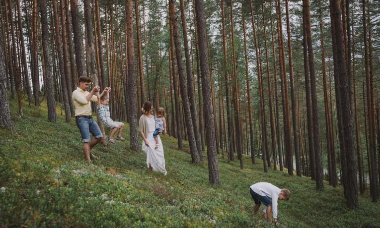Kristi & Lauri – family portrait shoot in Piusa